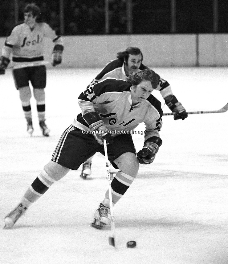 Seals Stan Weir brings up the puck. (Photo Ron Riesterer)
