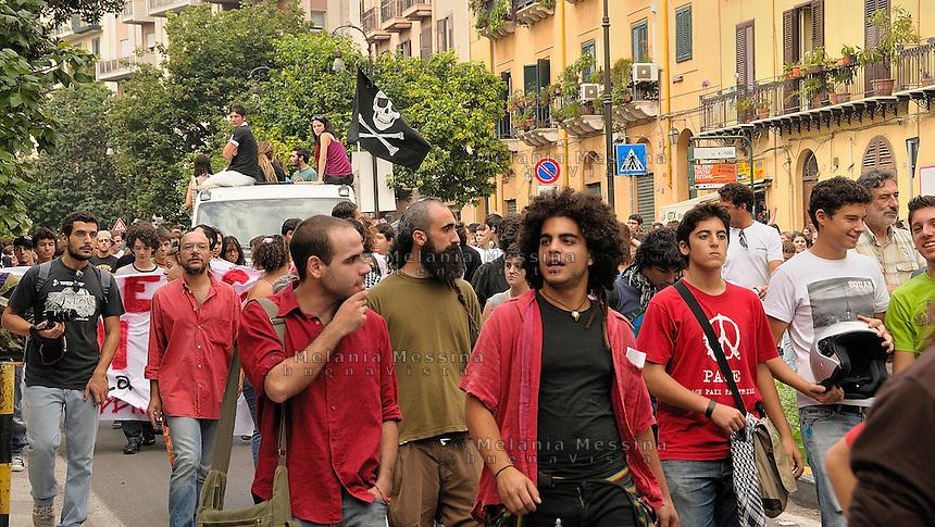Palermo,students protest against the reform of public school.<br /> Palermo corteo studentesco di protesta contro la riforma Gelmini sulla scuola e l'istruzione.