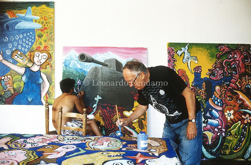 Enrico Baj (Milano, 31 ottobre 1924 – Vergiate, 16 giugno 2003) è stato un pittore, scultore e anarchico italiano. Indice. [nascondi]. 1 Biografia; 2 Attività artistica ... Enrico Baj (October 31, 1924 – June 15, 2003) was an Italian artist and writer on art. Many of his works show an obsession with nuclear war. He created prints .. Vergiate (Varese), luglio 1993. © Leonardo Cendamo