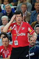 Trainer Velimir Petkovic (FAG) verfolgt das Spiel angespannt