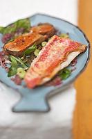 Europe/France/Bretagne/56/Morbihan/ Belle-Ile-en-Mer: Salade de rougets poêlées, foie gras de la mer au vinaigre de framboise recette de Christophe Didoune de  l'Hotel-Restaurant   Roz-Avel