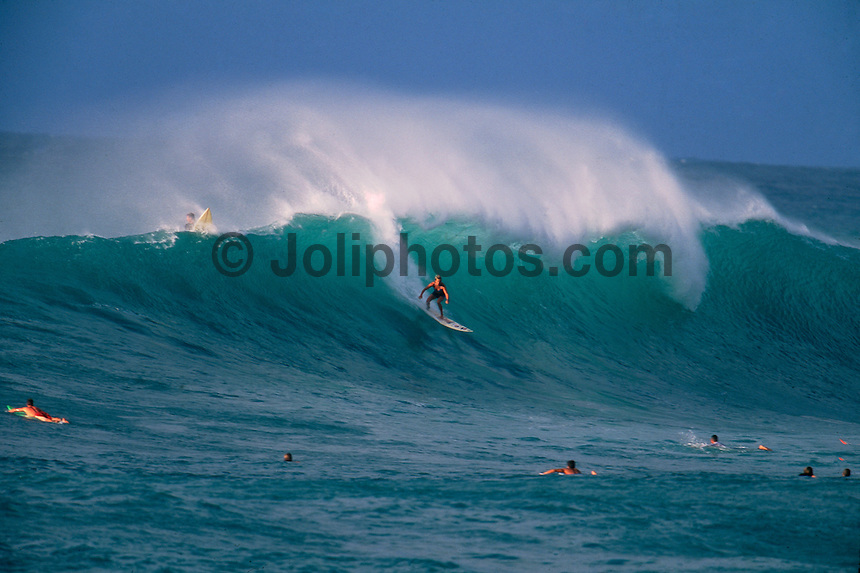 Layne Beachley (AUS) Sunset Beach Hawaii 1999. Photo:  joliphotos.com