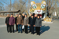 China. Province of Heilongjiang. Harbin. Siberia Tiger Park. A group of chinese tourists stands up for a picture's memory near a fake tiger.© 2004 Didier Ruef