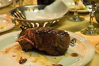 Biff og rødvin i Mendoza. Den perfekte måte å feire en vellykket tur til Aconcagua. ----- Steak and red wine. The perfect way to celebrate an Aconcagua summit.