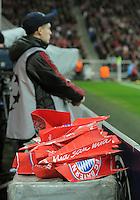 FUSSBALL   CHAMPIONS LEAGUE   SAISON 2011/2012  Achtelfinale Rueckspiel 13.03.2012 FC Bayern Muenchen - FC Basel  Mia San Mia Papierflieger hinter dem Tor des FC Bayern Muenchen, vor der Suedkurve in der Allianz Arena aus Klatschpappen gefaltet