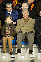 """Le Prince Philippe, son fils Gabriel et Elio Di Rupo au match de football des """" Diables Rouges """""""