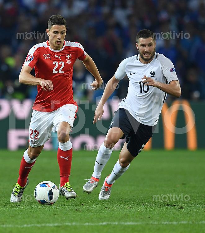 FUSSBALL EURO 2016 GRUPPE A IN LILLE Schweiz - Frankreich     19.06.2016 Fabian Schaer (li, Schweiz)  gegen Andre-Pierre Gignac (re, Frankreich)