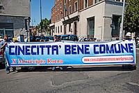 Roma 30 Maggio 2012. Manifestazione davanti l'Enac per protestare contro il rumore e l'inquinamento ambientale legato al traffico aereo all'Aeroporto di Ciampino.