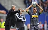 FUSSBALL   1. BUNDESLIGA   SAISON 2011/2012    6. SPIELTAG Hamburger SV - Borussia Moenchengladbach            17.09.2011 Trainer Lucien FAVRE (li, Moenchengladbach) gibt die Richtung vor