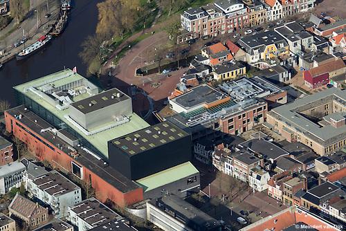 Nieuwe culturele hotspot 'Neushoorn', half verscholen achter stadsschouwburg De Harmonie, beide aan het Ruiterskwartier te Leeuwarden.