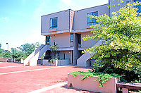 Moshe Safdie & Assoc.: Coldspring New Town, Baltimore. A residential court. Photo '85.