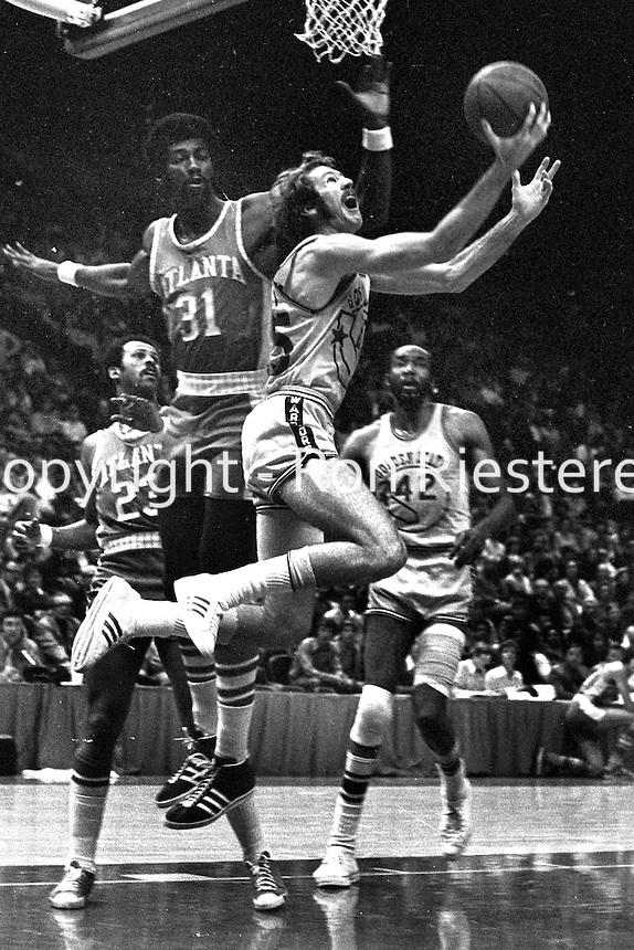 Golden State Warriors Jim Barnett scores against the Atlanta Hawks #Bob Christian....(1972 photo/Ron Riesterer)