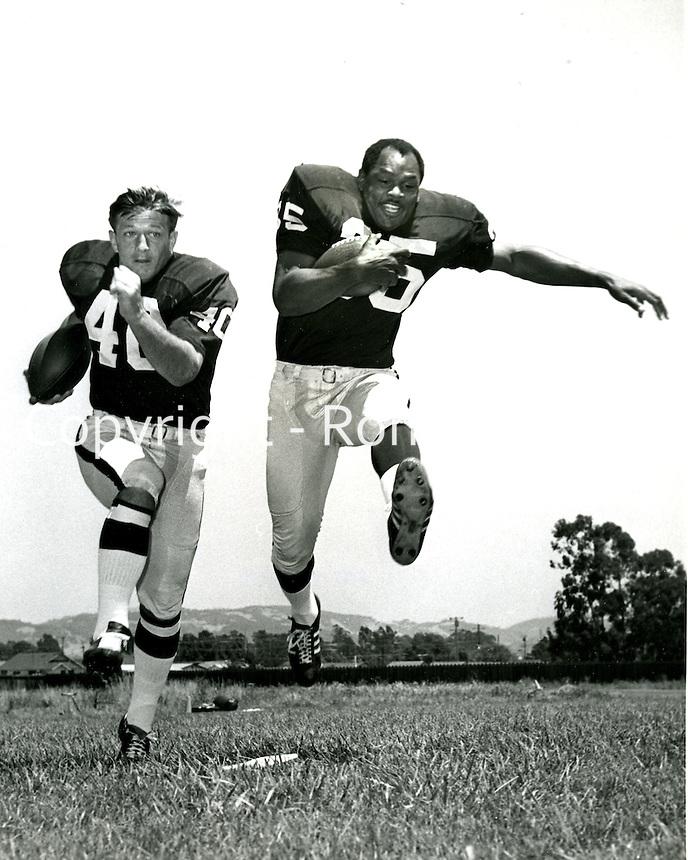 Oakland Raiders running backs Pete Banaszak and Hewritt Dixon. (1968 photo/Ron Riesterer/photoshelter)