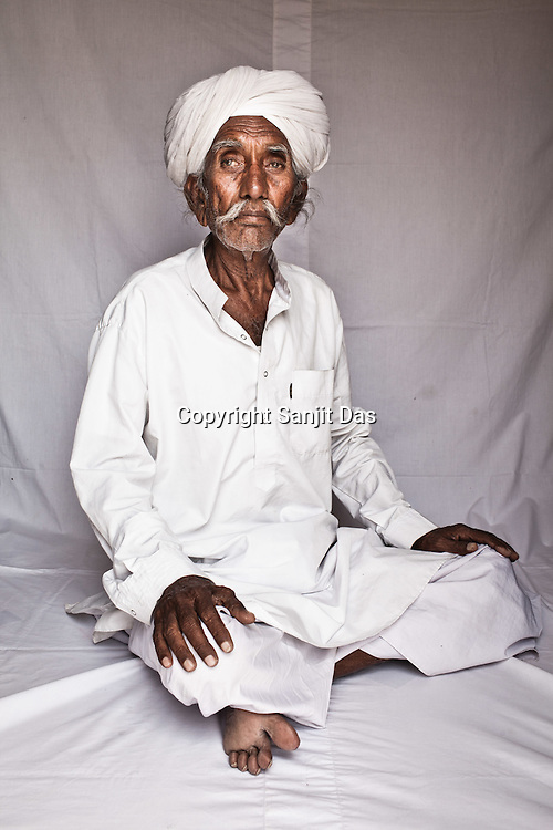 75-year-old Manganiyar artist and a Padmashree awardee, Saqar Khan poses for a portrait inside his house in Hamira village of Jaiselmer district in Rajasthan, India. Photo: Sanjit Das/Panos