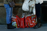 Women rest with shopping bags during Black friday promotions in New York.  10.28.2014. Eduardo Munoz Alvarez/VIEWpress