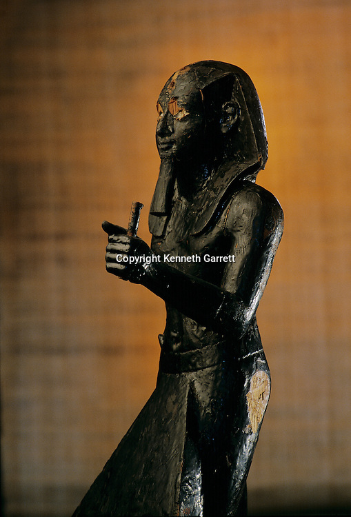 Guardian Statue of Amenhotep II,Tutankhamun and the Golden Age of the pharaohs, Page 37