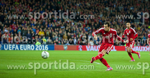 13.10.2014, City Stadium, Cardiff, WAL, UEFA Euro Qualifikation, Wales vs Zypern, Gruppe B, im Bild Wales' Gareth Bale in action against Cyprus // 15054000 during the UEFA EURO 2016 Qualifier group B match between Wales and Cyprus at the City Stadium in Cardiff, Wales on 2014/10/13. EXPA Pictures &copy; 2014, PhotoCredit: EXPA/ Propagandaphoto/ David Rawcliffe<br /> <br /> *****ATTENTION - OUT of ENG, GBR*****