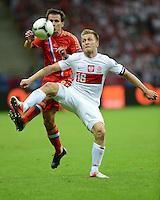 FUSSBALL  EUROPAMEISTERSCHAFT 2012   VORRUNDE Polen - Russland             12.06.2012 Konstantin Zyryanov (li, Russland) gegen Jakub  KUBA Blaszczykowski (re, Polen)