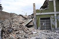 Roma 10 Aprile 2009.L'Aquila Abruzzo.Edifici danneggiati dalle scossa di terremoto vicino alla stazione ferroviaria in Piazzale Caduti 8 Dicembre 1943.Buildings damaged by earthquake.