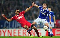 FUSSBALL   EUROPA LEAGUE   SAISON 2011/2012  ACHTELFINALE FC Schalke 04 - Twente Enschede                         15.03.2012 Lewis Holtby (li, FC Schalke 04) gegen Nacer Chadli (re, Enschede)
