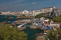 Europe/France/Aquitaine/64/Pyrénées-Atlantiques/Pays-Basque/Biarritz: Le Port des Pëcheurs, ou Port Vieux et l'église Sainte-Eugénie