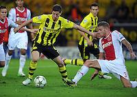 FUSSBALL   CHAMPIONS LEAGUE   SAISON 2012/2013   GRUPPENPHASE   Borussia Dortmund - Ajax Amsterdam                            18.09.2012 Robert Lewandowski (li, Borussia Dortmund) auf dem Weg zum 1:0. Toby Alderweireld (re, Ajax) kommt zu spaet