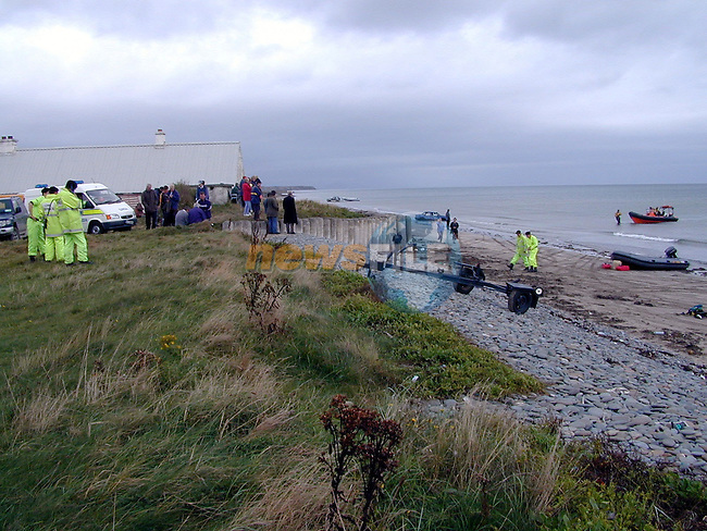 The scene on the beech at the bigstrand in clogherhead where the rescue is being cordinated from with garda and civil defence as well as IMES personel and other bidies..Pic Fran Caffrey / Newsfile