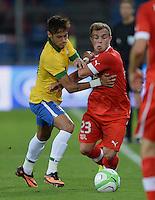 FUSSBALL  INTERNATIONAL  Testspiel Schweiz - Brasilien    14.08.2013 Xherdan SHAQIRI (re, Schweiz) gegen NEYMAR (Brasilien)