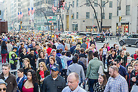 Crowds of shoppers on Fifth Avenue in Midtown Manhattan in New York on Sunday, December 13, 2015. The streets of New York are filled with shoppers and tourists with less than two weeks to Christmas. (© Richard B. Levine)