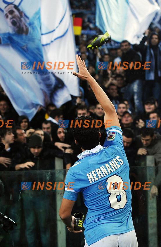 Anderson Hernanes  (Lazio) lancia lo scarpino ai tifosi.11/11/2012 Roma, Stadio Olimpico.Campionato di Calcio Serie A 2012/2013.Derby.Lazio vs Roma 3-2.Foto Antonietta Baldassarre Insidefoto