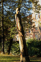 Lugano.Parco Ciani.Statua lignea di Ugo Giacometti.