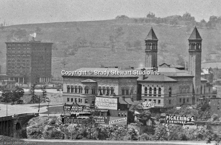 Building Advertising: Keech's Furniture, Hershey's Cocoa, Tom Keene Cigars, Pickerings Furniture, Cubanola sheet music and Red Raven Splits.<br />