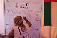 Tunisie RasDjir Camp UNHCR de refugies libyens a la frontiere entre Tunisie et Libye ....Tunisia Rasdjir UNHCR refugees camp  Tunisian and Libyan border  Indicazione dei presenti List of refugee