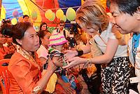 La Reine Mathilde de Belgique rencontre des villageois dans la province de Saravan au Laos, lors d'une mission de trois jours en tant que Pr&eacute;sidente d'Honneur d'Unicef Belgique. Mission dont le but d'accro&icirc;tre la sensibilisation en mati&egrave;re d'&eacute;ducation de qualit&eacute;, en mati&egrave;re de sant&eacute; y compris la sant&eacute; mentale, et sur les probl&eacute;matiques de survie et de la malnutrition des enfants.<br /> Laos, 21 f&eacute;vrier 2017.<br /> Queen Mathilde of Belgium, honorary President of Unicef Belgium, is on a four days mission in Laos. <br /> Laos, 21st February 2017