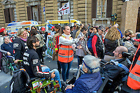 Roma 4 Novembre  2014.<br /> Manifestazione davanti al ministero dell'Economia del Comitato 16 Novembre, associazione di persone malate di Sla e loro famigliari, per chiedere il ripristino del fondo della non autosufficienza  ridotto a 250 milioni con la legge di Stabilit&agrave;, non solo torni a 350 milioni ma venga aumentato a un miliardo. Un infermiera comunica con un ammalato di Sla con la Tavola di Comunicazione.<br /> Rome November 4, 2014. <br /> Demonstration in front of the Ministry of Economy Committee November 16, an association of people sick  with ALS and their families, to ask for the restoration fund of self-sufficiency reduced to 250 million by the law of stability, not only back to 350 million but is increased one billion. A nurse  communicates with a patient with ALS with the Table of Communication