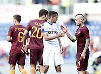 Calcio, Serie A: Roma, stadio Olimpico, 14 aprile 2017.<br /> Roma's players greets Atalanta's players at the end of the Italian Serie A football match between Roma and Atalanta at Rome's Olympic stadium, April 14, 2017.<br /> UPDATE IMAGES PRESS/Isabella Bonotto