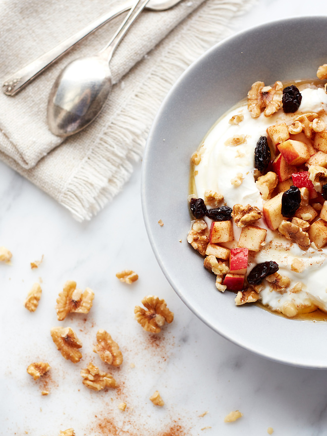 Yogurt with Walnuts, Apples, Raisins and Cinnamon