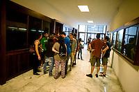 Roma 11 Giugno 2013<br /> Gli studenti delll 'Universit&agrave; La Sapienza hanno protestato davanti al rettorato contro il Rettore Frati per le ingiuzioni di pagamento che sono arrivate a un migliaglio di  studenti per aver dichiarato una fascia ISEE  di 50? inferiore a quella effettiva. Le multe vanno dai 2000? ai 4000? e con minaccie di denuncia all'autorit&agrave; giudiziaria in caso di mancato pagamento.