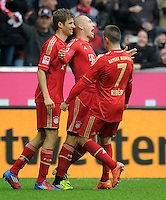 FUSSBALL   1. BUNDESLIGA  SAISON 2011/2012   29. Spieltag FC Bayern Muenchen - FC Augsburg       07.04.2012 Jubel nach dem Tor zum 2:1 Thomas Mueller, Arjen Robben, Franck Ribery (v. li., FC Bayern Muenchen)