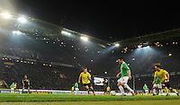 FUSSBALL   1. BUNDESLIGA   SAISON 2011/2012   23. SPIELTAG Borussia Dortmund - Hannover 96                        26.02.2012 Manuel Schmiedebach (Mitte, Hannover 96) gegen Kevin Grosskreutz (li) und Ilkay Guendogan (re, beide Borussia Dortmund)