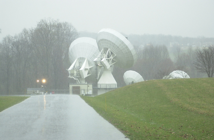 RC20000312-007-IW: March 12, 2000: The Comsat satellite telecommunications facility in Clarksburg, MD.      Ian Wagreich/Roll Call