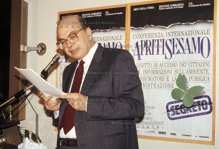 15 GEN 1988  Milano BETTINO CRAXI, PSI<br /> JAN 15 1988 Milan, BETTINO CRAXI secretary of the Italian Socialist Party