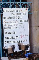 Europe/France/Pays de la Loire/44/Loire-Atlantique/Gu&eacute;rande&nbsp;: March&eacute; devant la coll&eacute;giale Saint-Aubin<br /> PHOTO D'ARCHIVES // ARCHIVAL IMAGES<br /> FRANCE 1990
