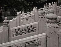 Escaliers du porche du temple Guozidian, Pékin.