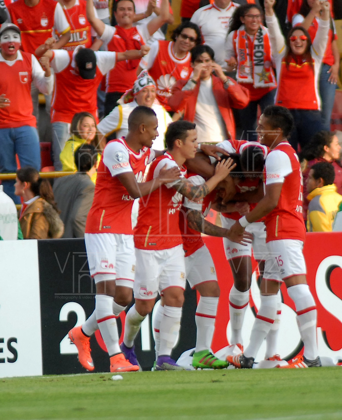 BOGOTA- COLOMBIA – 15-03-2016: Jonathan Gomez (C) jugador del Independiente Santa Fe de Colombia, celebra el gol anotado Cobresal de Chile, durante partido entre Independiente Santa Fe de Colombia y Cobresal de Chile, por la segunda fase de la Copa Bridgestone Libertadores en el estadio Nemesio Camacho El Campin, de la ciudad de Bogota.  / Jonathan Gomez (C) player of Independiente Santa Fe of Colombia, celebrates a scored goal to Cobresal of Chile, during a match between Independiente Santa Fe of Colombia and Cobresal of Chile,  for the second phase, of the Copa Bridgestone Libertadores in the Nemesio Camacho El Campin in Bogota city. VizzorImage / Luis Ramirez / Staff.