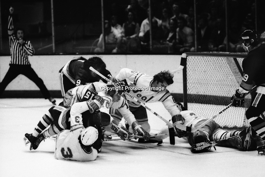 California Golden Seals vs New York Islanders, net action Seals, Mike Christie, #10 Charlie Simmer, #6 Len Frig, and goalie Gary Simmons, Islanders #9Clark Gilles, and #19 (1975 Photo/Ron Riesterer)