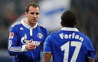 FUSSBALL   1. BUNDESLIGA   SAISON 2011/2012   22. SPIELTAG FC Schalke 04 - VfL Wolfsburg         19.02.2012 Christoph Metzelder (li) und Jefferson Farfan (re, beide FC Schalke 04)