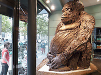 France. Department Ile-de-France. Paris. A giant gorilla, made in chocolate, stands in the shop window of a chocolate-maker and seller. 08.07.2011 &copy; 2011 Didier Ruef