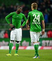 FUSSBALL   1. BUNDESLIGA   SAISON 2012/2013    24. SPIELTAG SV Werder Bremen - FC Augsburg                           02.03.2013 Assani Lukimya (li) und Nils Petersen (re, beide SV Werder Bremen) sind nach dem Abpfiff enttaeuscht