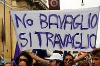 Roma 2 Ottobre 2010..No Berlusconi  Day..Manifestazione  per chiedere le dimissioni di Silvio Berlusconi e del suo Governo,la manifestazione è stata  organizzata dai blogger..Rome,October2, 2010.No Berlusconi Day..Demonstrations  to demand the resignation of Silvio Berlusconi and Berlusconi's government, the event was organized by bloggers